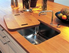We tend to see an empty sink as a vessel waiting to be filled up... with dirty dishes... ;(  I wonder if a cover for the sink would be just the thing to keep that from happening... either wash it or put it in the dishwasher!!! Definately need to try this!