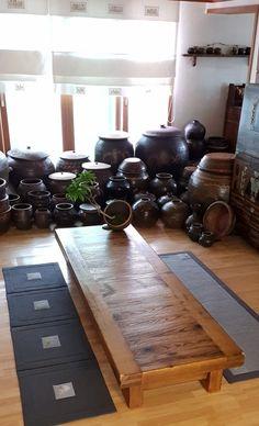 누빔매트 : 네이버 블로그 Diy Furniture Easy, Garden Pool, Tea Ceremony, Kitchen Interior, Stoneware, Diy And Crafts, Living Room, Table, House