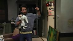 """Charlie plans to find Dee's missing cat in the wall by using a Calico on a string in the It's Always Sunny in Philadelphia episode """"Mac and Dennis Break Up"""" Charlie Kelly, Charlie Day, Sofa King, Sunny In Philadelphia, It's Always Sunny, Movies And Tv Shows, Breakup, Sunnies, Rats"""