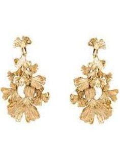 Jewelry Accessories, Jewelry Design, Golden Jewelry, Jewel Box, Crown Jewels, Clip On Earrings, Gold Earrings, Feather Earrings, Chandelier Earrings