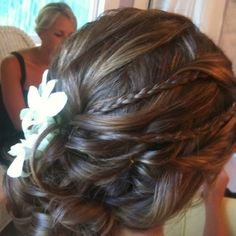 Thinking about making this my bridesmaid hairstyle :)