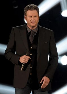 Blake Shelton wins Male Vocalist of the Year #CMAawards: http://on.wusa9.com/1si9WR4 #CMAs2014 Congrats @blakeshelton!