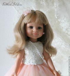 В этом мастер-классе я хочу показать и подробно рассказать, как сшить вечернее платье и болеро для куколки Paola Reina. Куколка ростом 30 см и выкройка подойдет и к другим куколкам. Нам понадобится: 1. Атлас. 2. Фатин. 3. Швейная машинка. 4. Ножницы. 5. Кружево. 6. Атласная лента по косой. 7. Жесткая сетка на подъюбник. 8. Нитки. 9. Жемчужная нить. 10. Атласная лента. 11. Подкладочная ткань.