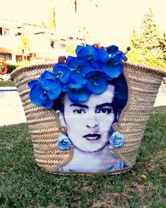 Frida Kahlo straw bag Shoulder straw bag Beach bag Woven shoulder basket Handwoven and handecorated straw basket - Source by vivladee Transparent Clutch, Painted Hats, Outfits With Hats, Custom Bags, Party Bags, Luxury Bags, Bag Making, Straw Bag, Purses And Bags