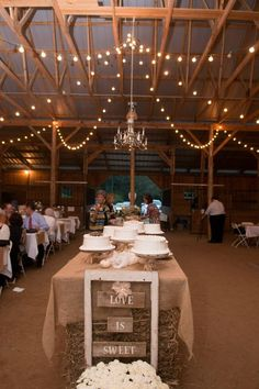 Rustic Wedding cake table