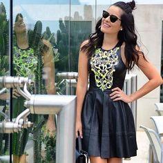 Instagram media alfreda_oficial - Hoje no #SFW a diva @blogdamariah arrasou nesse look !!! dress de couro bordado. #alfreda #afredaoficial #marcasejo #luxo