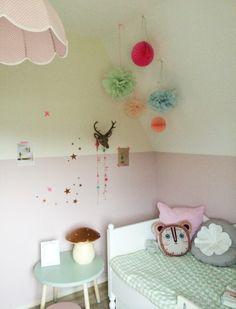 Girlsroom. lengte creëren  door de muur half te schilderen. #pink #mint #girl