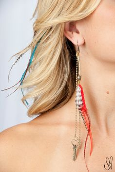 A unique twist on the feather earrings.