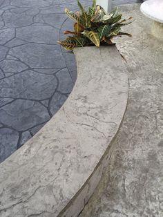 Beautiful exterior in stamped concrete. Created with two different stamps: Pietra Irregolare and Roccia Gigante.  #pavimento #stampato #béton #imprimé #exteriordesign #concrete #cemento #floor #sol #imprimé  www.isoplam.it