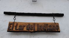 Cartel para un restaurante realizado en madera. Patinado en madera añeja. Estilo rústico.
