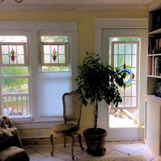 Old Windows, Stained Glass Windows, Projects To Try, Frames, Antique Windows, Frame, Stained Glass, Stained Glass Panels