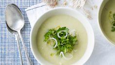 Kartoffel-porre-suppe er perfekt til den travle hverdag. Få opskriften her