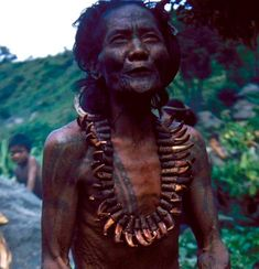 A look at one of the fast disappearing sights of Indigenous culture - North Philippines Filipino Fashion, Filipino Tribal Tattoos, Philippine Holidays, Philippines Culture, Filipino Culture, Davao, Island Beach, People Around The World, Just In Case