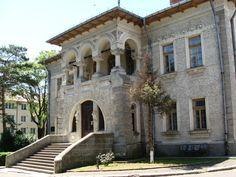 "Muzeul de Artă ""Ion Irimescu"" din Fălticeni Mansions, House Styles, Home Decor, Manor Houses, Villas, Fancy Houses, Interior Design, Home Interiors, Decoration Home"
