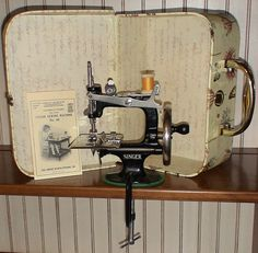 Shiny Antique Singer 20 Child's handcrank by GeorgiesWarehouse, $130.00