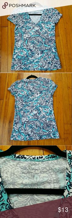 🌟Sale🌟Lilly Pulitzer top *Good used condition* *V-neck* *Top colors are more like the last picture, not as bright as first picture* *Super soft and comfy* *I am usually a size small and this fits me fine* Lilly Pulitzer Tops Tees - Short Sleeve