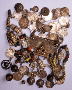 This treasure was found during excavations at Gnezdovo in the Smolensk region. It contains many objects, including a series of seventy-two Arab dirhams dating from the second half of the 10th century. These dirhams, most of which were made into pendants, constitute concrete evidence of trade between Kievan Rus' and the Islamic world of the time. The little cross reflects the early influence of Christianity in the territory of Smolensk prior to conversion.