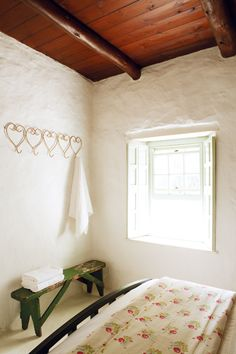 The plaster walls. Can this be done as a treatment overtop existing walls? Hillside Farming, Rustic Bedding, Plaster Walls, Living Spaces, Bathrooms, Heaven, Interior, Home Decor, Rustic Bed