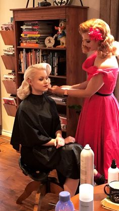 50s Hairstyles, Vintage Hairstyles, V Bangs, Pin Curls, Perm, Cut And Style, Capes, Sorting, Hairdresser