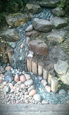 Front Yards 50 Super Easy Dry Creek Landscaping Ideas You Can Make! - Images and ideas for backyard landscaping and do it yourself projects to easily create dry creek and river bed designs that dress up your property. Landscaping With Rocks, Front Yard Landscaping, Landscaping Ideas, Hydrangea Landscaping, Landscaping Edging, Dream Garden, Garden Art, Stone Pavement, Dry River