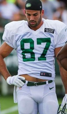 "jaketx: "" Eric Decker "" he keeps being one of the hottest NFL players by far… wish he would be transfered to the Patriots. just imagine: Brady, Edelman, Amendola, Gronk, Decker… fucking hot! American Football Players, Rugby Players, Nfl Football, Sexy Tattooed Men, Eric Decker, Lycra Men, New England Patriots Football, Rugby Men, Hunks Men"