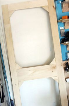 Learn how to build this easy DIY screen door for cheap! Using scrap wood, you can make this screen door for your garage or for a front door makeover. Small Woodworking Projects, Scrap Wood Projects, Diy Woodworking, Furniture Projects, Diy Furniture, Woodworking Videos, Furniture Design, Chair Design, Furniture Dolly