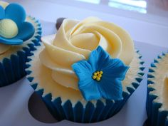 Budgie Cupcakes by The Clever Little Cupcake Company (Amanda), via Flickr