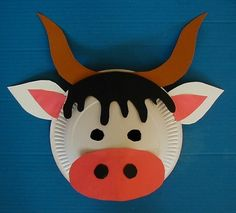 cow to make with my book Grady's in the Silo--only with no horns Paper Plate Art, Paper Plate Animals, Paper Plate Crafts, Paper Plates, Animal Art Projects, Animal Crafts For Kids, Art For Kids, Farm Crafts, New Year's Crafts