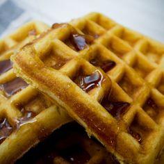 How to make waffles at home - araña - Crepes And Waffles, Breakfast Waffles, Banana Pancakes, Crepe Recipes, Waffle Recipes, My Favorite Food, Favorite Recipes, How To Make Waffles, Cooking Time