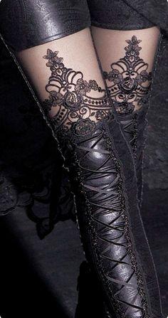 Leggings Gothique Romantique Macbeth orné de sublimes broderies et de laçages pour un style Victorien Sexy et raffiné! #Vetement #Gothique
