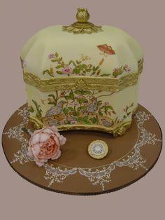 Cake of the Day: Elegant Jewelry Box Cake | Blog | GirlyBubble