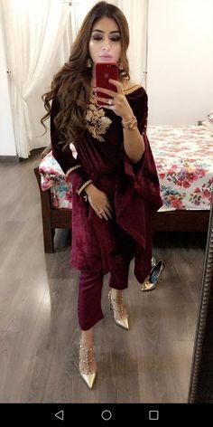 Velvet Shawl, Velvet Suit, Pakistani Suits, Punjabi Suits, Middle Eastern Fashion, India Culture, Velvet Fashion, Designer Wear, Indian Fashion