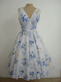 50's style Dresses. What a pretty dress!