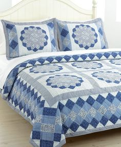 Blue Dahlia Twin Quilt Set