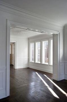 Dark Wood Floors Living Room Paint Railings Ideas For 2019 White Paint Colors, Interior Paint Colors, Interior Painting, Painting Bedrooms, Bathroom Paintings, Moldings And Trim, Crown Moldings, Window Moulding, Molding Ceiling