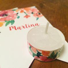 Souvenirs para el Bautismo de Martina / Tags y velitas con motivo flores / By LAURA&DONNA / Envíos a todo el mundo / We ship worldwide / Follow us on Instagram @lauraydonnaec / Contact us lauraydonna@gmail.com