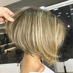 727 Likes, 12 Comments - Cabelo Curto / Short Hair ( .The stacked bob haircut is designed to offer you a more complete look and perfect volume on the back of your head. Stacked bob work on all different hair typesThere are slightly long bob cuts and Stacked Bob Hairstyles, Bob Hairstyles For Fine Hair, Hairstyles Haircuts, Blonde Hairstyles, Pretty Hairstyles, Bob Haircuts For Women, Short Bob Haircuts, Bob Haircut 2018, Swing Bob Haircut