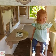 #rosegardenforkids FLORA blúz menta színben, őszi napsütésben 🌞. Élvezzétek Ti is a jó időt 😉 Girls Blouse, Blouses, Chair, Home Decor, Mint, Homemade Home Decor, Blouse, Interior Design, Home Interiors