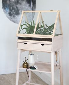 [ DIY ] Create an indoor greenhouse by diverting an IKEA piece of furniture - La Délicate Parenthèse Best Greenhouse, Indoor Greenhouse, Greenhouse Plans, Greenhouse Wedding, Greenhouse Gardening, Pallet Greenhouse, Miniature Greenhouse, Portable Greenhouse, Garage Organization