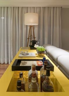 Modern apartment interior design in Brazil Contemporary Interior, Modern Interior Design, Sofa Design, Diy Home Decor, Room Decor, Apartment Interior Design, Bars For Home, Interiores Design, Decoration