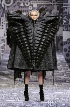 Another catwalk stupidity. That looks comfy, really, really...comfy