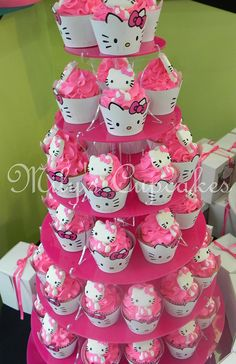 Hello Kitty Party Layla would have LOVED these for her Hello Kitty Baby Shower, Hello Kitty Theme Party, Hello Kitty Themes, Hello Kitty Birthday, Little Girl Birthday, Bolo Hello Kitty, Hello Kitty Cupcakes, Cat Cupcakes, Ladybug Cupcakes