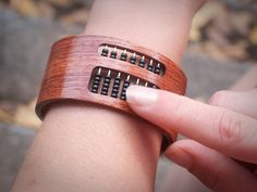Awesome! Totally want one of these.  Full Instructions On How To Make An Abacus Bracelet! An I too much of a Geek for loving these?!