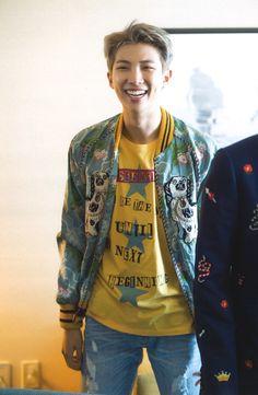 i love kim namjoon Jung Hoseok, Kim Namjoon, Kim Taehyung, Seokjin, Foto Bts, Kanye West, Jeans Y Converse, K Pop, Bts 2013