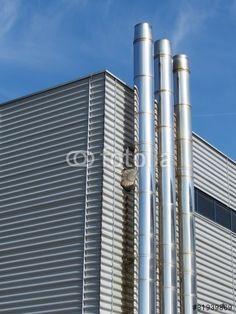Modernes Fabrikgebäude mit verchromten Rohren in Bielefeld-Brake in Ostwestfalen-Lippe
