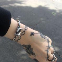 barbed wire b Hand Tattoos, Body Art Tattoos, Cool Tattoos, Tatoos, Piercings, Piercing Tattoo, Grunge Tattoo, Poke Tattoo, Get A Tattoo