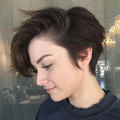 Tomboy Hairstyles, Long Pixie Hairstyles, Girls Short Haircuts, Tomboy Haircut, Pixie Haircut For Thick Hair Wavy, Girls With Short Hair, Wavy Pixie Cut, Androgynous Haircut, Cute Pixie Cuts