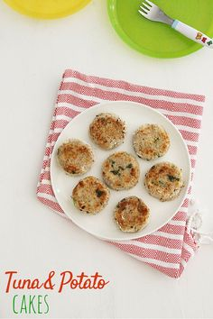 These tuna and potato cakes are perfect for baby-led weaning and the whole family can enjoy them too. Potato, tuna, spring onion, lime juice and coriander.