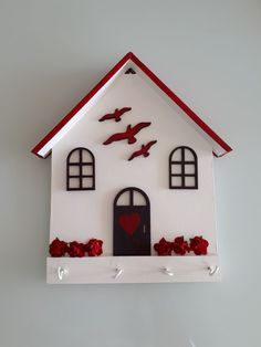 Lilian Martinez's media content and analytics Diy Home Crafts, Diy Home Decor, Crafts For Kids, Wooden Art, Wooden Crafts, Wood Projects, Projects To Try, Bird Houses, Diy Art