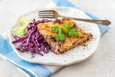 Kasvis-jauhelihapiiras Salmon Burgers, Cabbage, Food And Drink, Meat, Chicken, Vegetables, Koti, Ethnic Recipes, Quiches